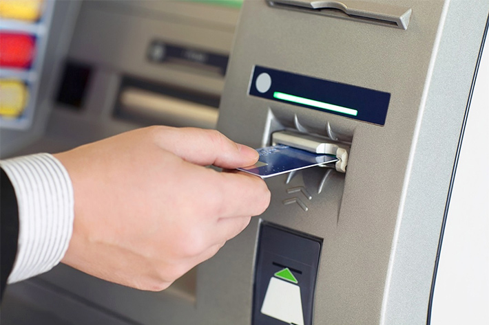 фото работающего банкомата